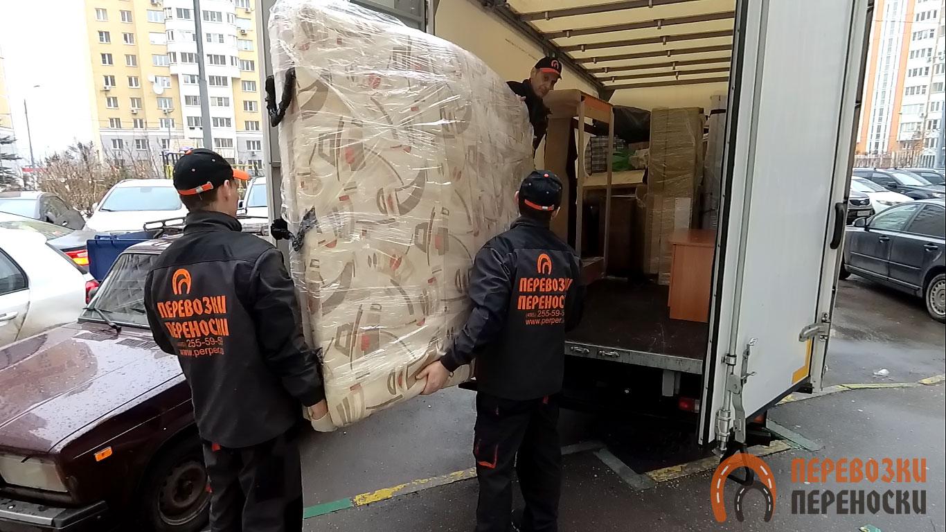 Перевозка крупной мебели силами грузчиков