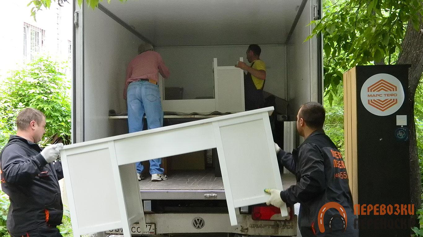 Перевозка столов с грузчиками от транспортной компании «Перевозки-Переноски»