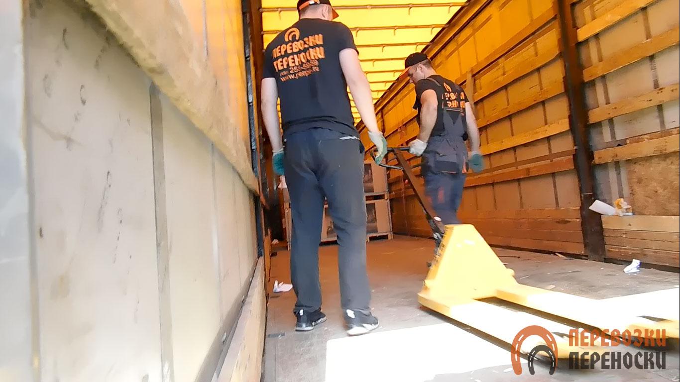 Перевозка грузов на фуре с тентованным кузовом